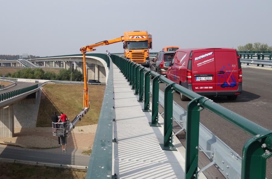 Rothlehner Arbeitsbühnen - Weiteres MOOG Brückenuntersichtgerät ausgeliefert
