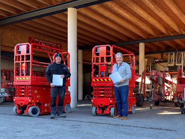 Waibl receives two more scissor lifts from Rothlehner