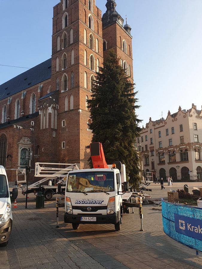 Rothlehner Arbeitsbühnen - Rothlehner helps with christmas lighting