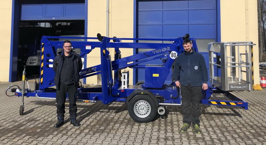 Rothlehner Arbeitsbühnen - THW Sachsen receives two European lifts TM13G